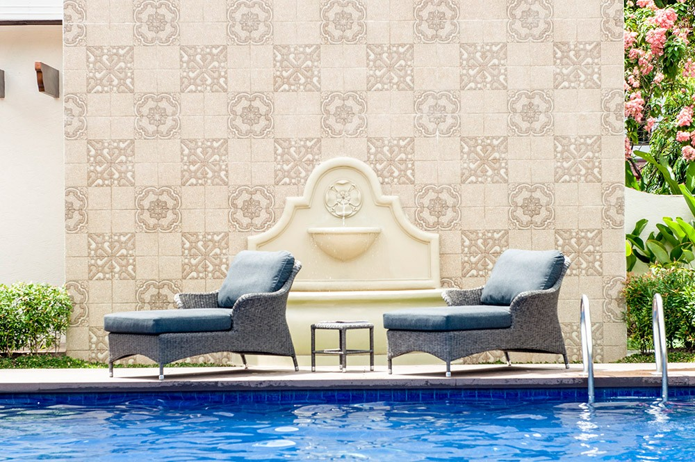 Alexander Rose Monte Carlo Relax Lounger Set with Side Table